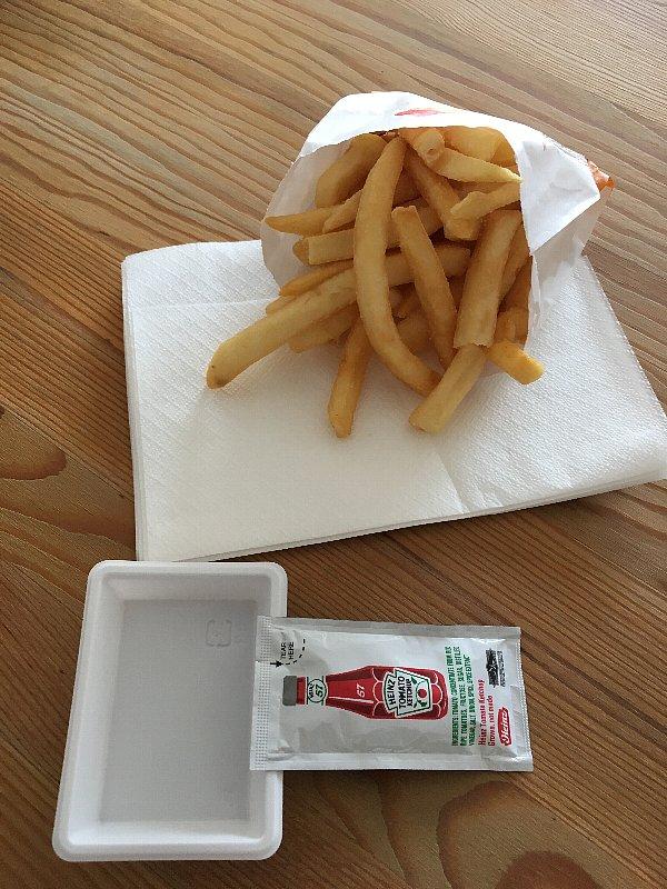 バーガーキングのポテトとケチャップ